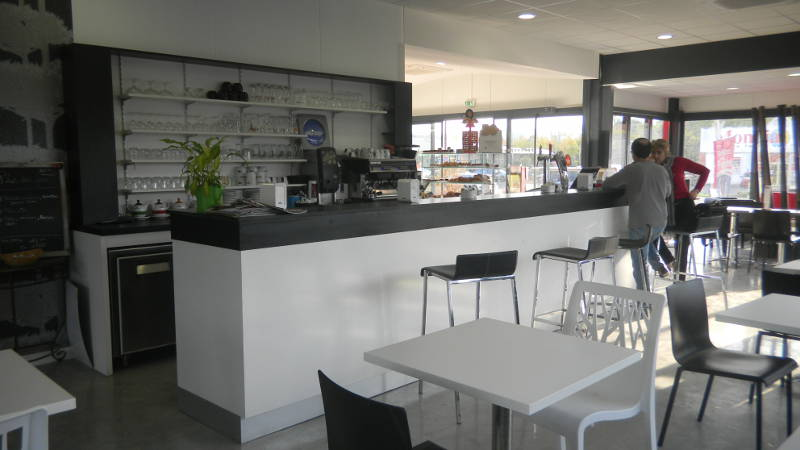Agencement boulangerie snack aranda mas for Meuble comptoir bar professionnel